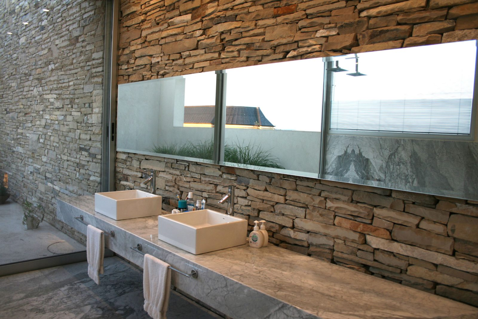 Baño Rustico Moderno:Rustic Modern Bathroom Design Ideas